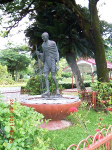 Gandhi monument Georgetown (1)