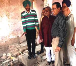 Dharamveer Gandhi MP observing Nehru cell in Nabha