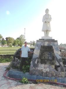 With Ripudaman statue Nabha-13-9-14