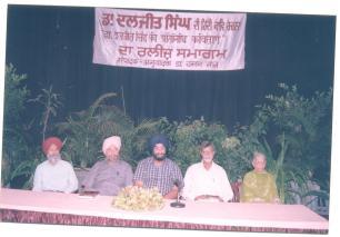 Daljit Singh -Hindi poetry release-Amritsar-2002 (1)